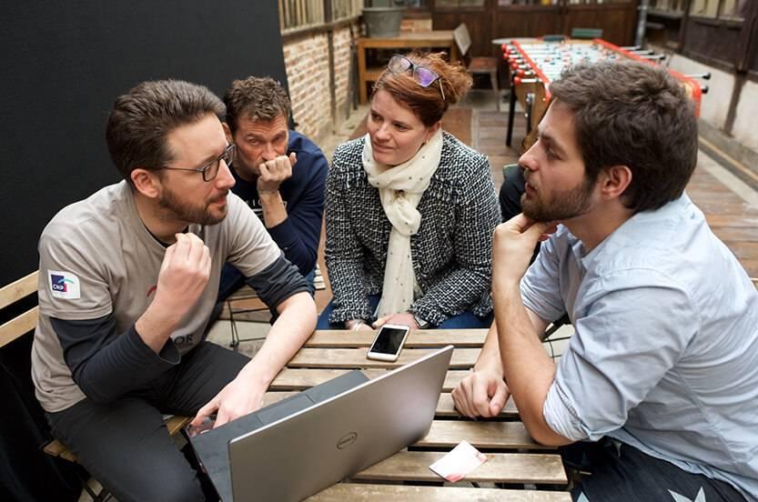 Photo d'un groupe de travail de 4 personnes